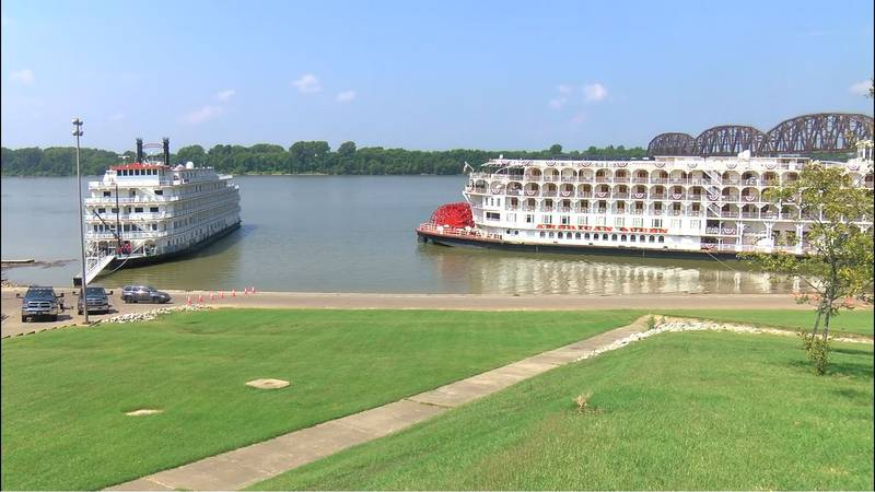 """""""Queen of the Mississippi"""" and """"American Queen"""""""