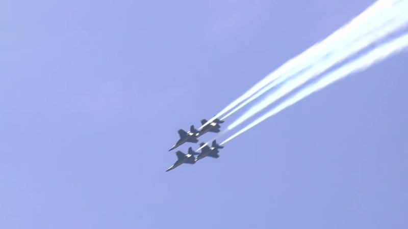 Thousands attracted to Owensboro riverfront as Air Show takes flight