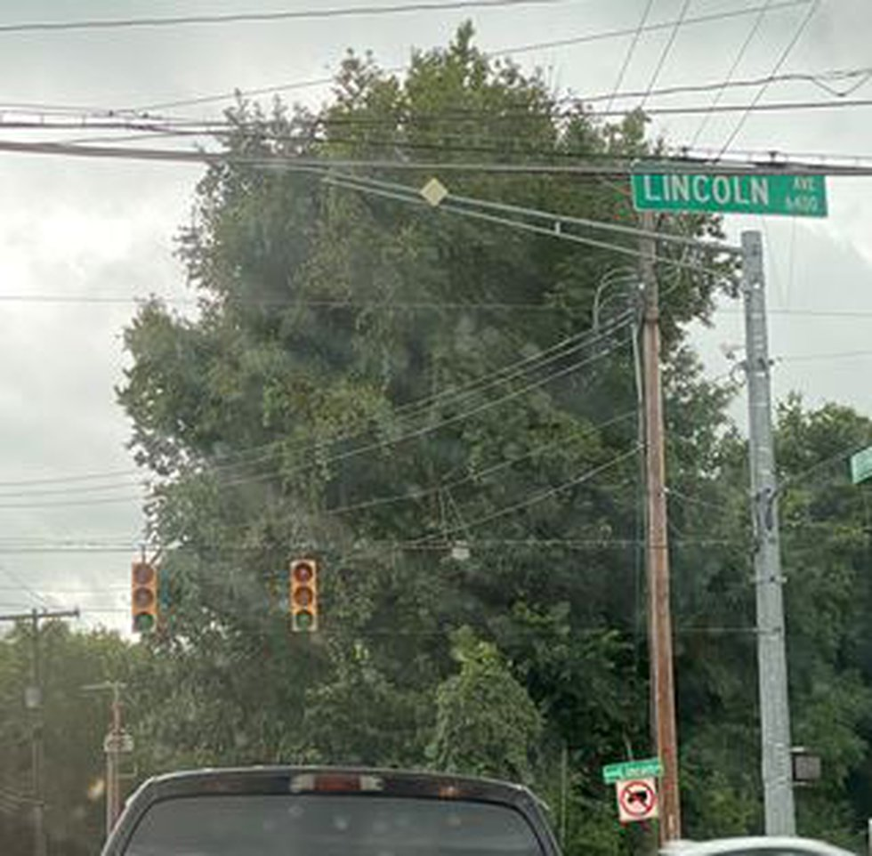 Stoplight out at Lincoln and Burkhardt