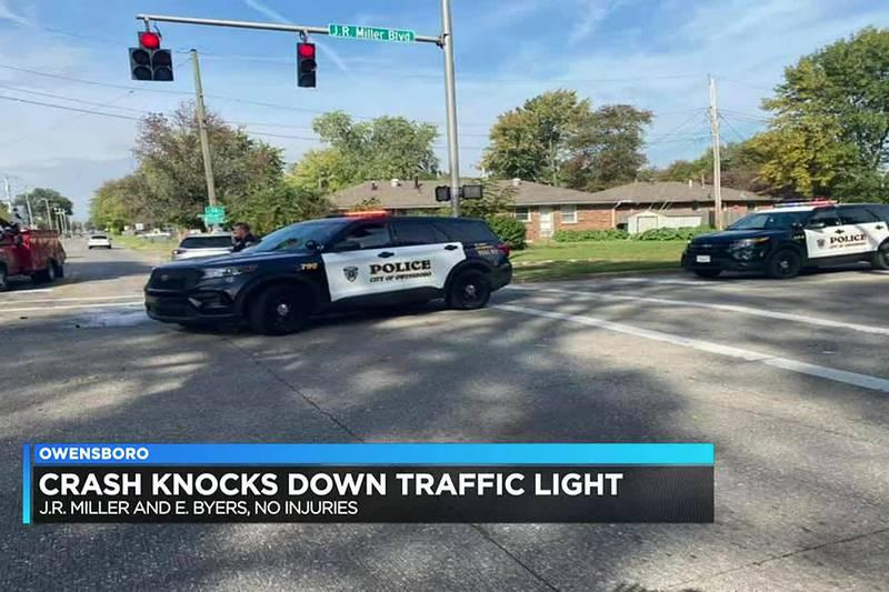Crash knocks down traffic light in Owensboro