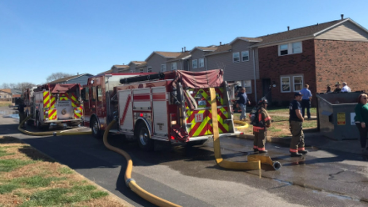 1 person displaced after apartment fire in Evansville