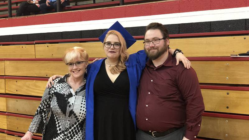 Evansville mother earns high school diploma more than decade after stepping away from school.
