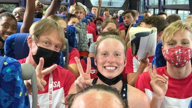 Lilly King and the USA Swimming Team arrive in Tokyo.