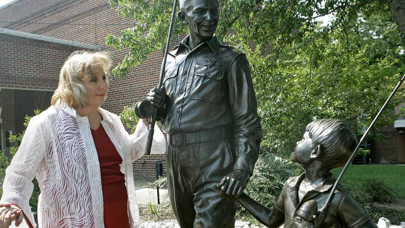 """FILE - In this Sept. 6, 2007 file photo, actor Betty Lynn, who played Thelma Lou on """"The Andy..."""